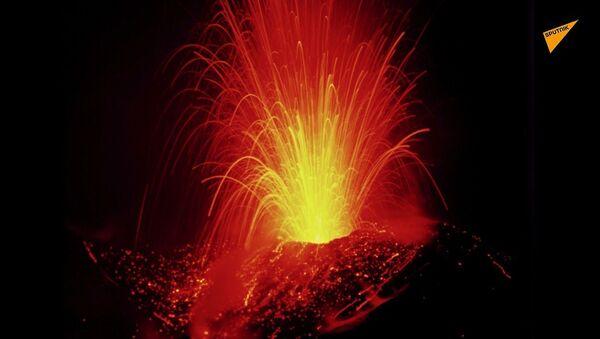 В ожидании кошмара: камчатский вулкан готовит сюрприз - Sputnik Латвия
