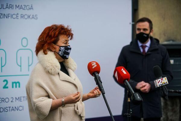 Директор имущественного департамента Рижской думы Ирена Кондрате и мэр Риги Мартиньш Стакис. - Sputnik Латвия