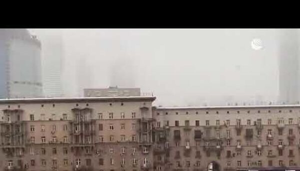 Зима напомнила, что она еще здесь: Москву снова завалило снегом - Sputnik Латвия