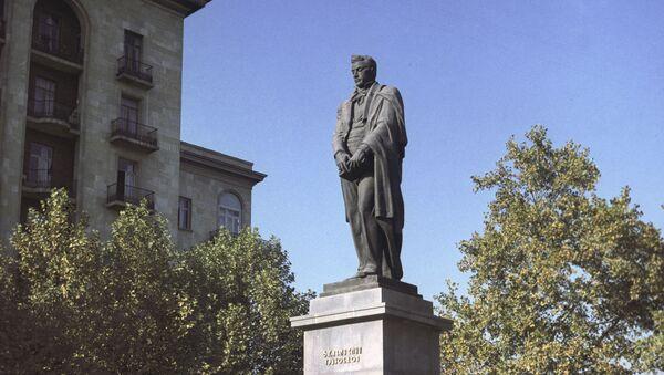 Памятник А. С. Грибоедову в Тбилиси - Sputnik Латвия