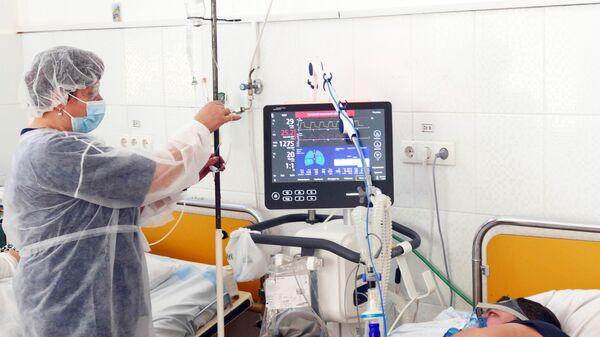 Аппарат ИВЛ в инфекционной больнице - Sputnik Латвия