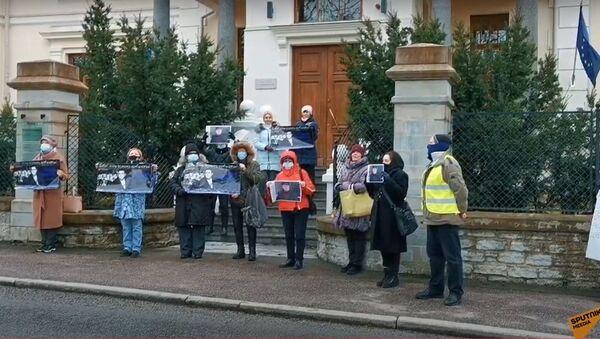 С момента ареста ничего не известно: таллинцы вышли на пикет в поддержку правозащитника Середенко - Sputnik Латвия