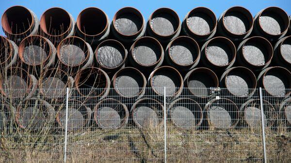 Склад труб для строительства газопровода Северный поток - 2 в порту города Засниц в Германии - Sputnik Latvija