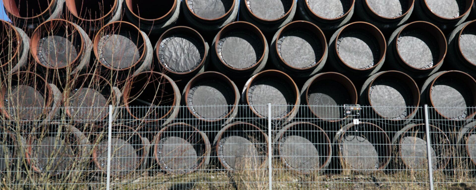 Склад труб для строительства газопровода Северный поток - 2 в порту города Засниц в Германии - Sputnik Latvija, 1920, 15.04.2021
