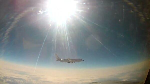 Amerikānis atkal iekritis – pie Krievijas robežām pārtverta izlūkošanas lidmašīna - Sputnik Latvija