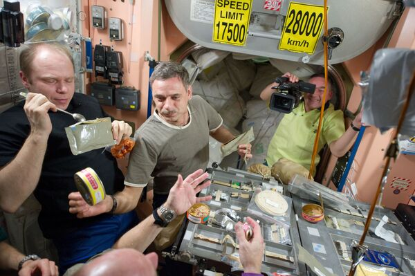 Astronautu pusdienas - Sputnik Latvija