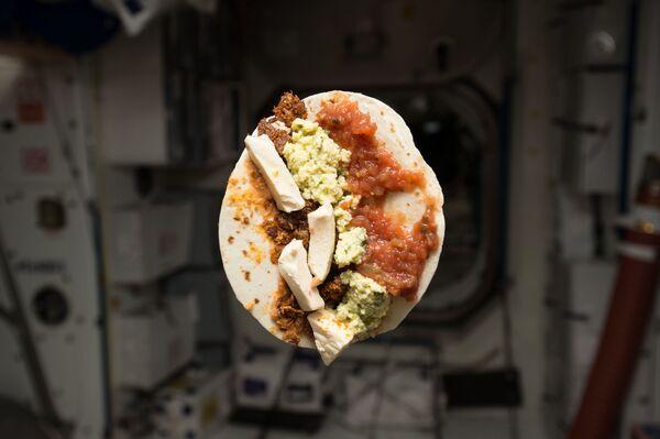 Amerikāņu astronauta Timotija Lennarta Kopras brokastis - Sputnik Latvija