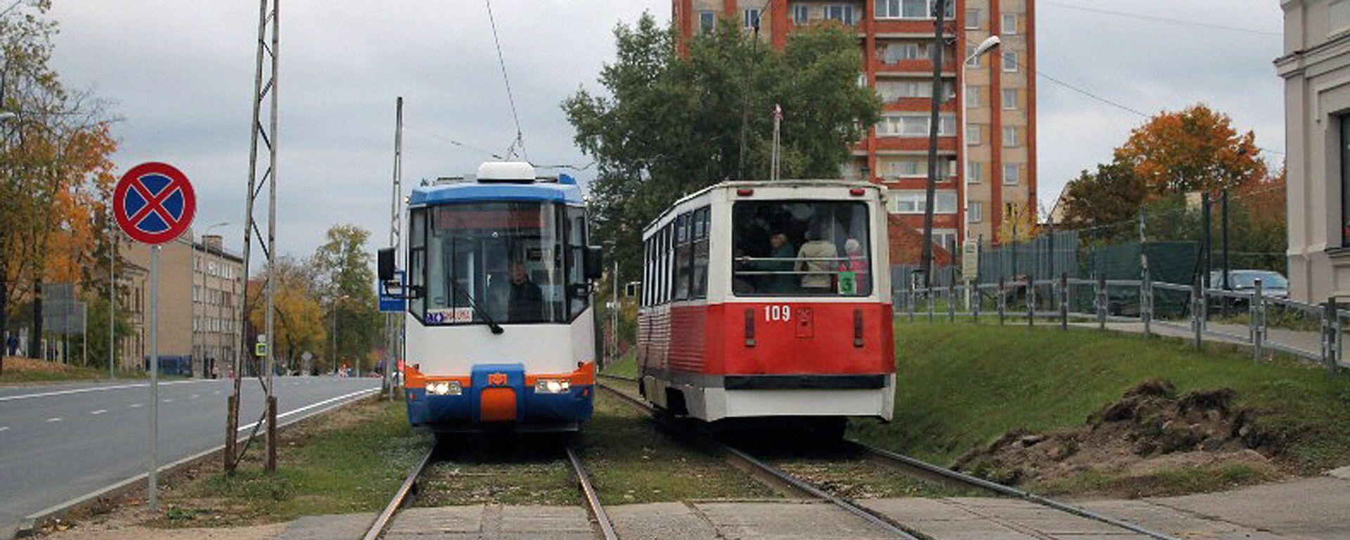 Трамвай на улице, в Даугавпилсе - Sputnik Латвия, 1920, 13.05.2021