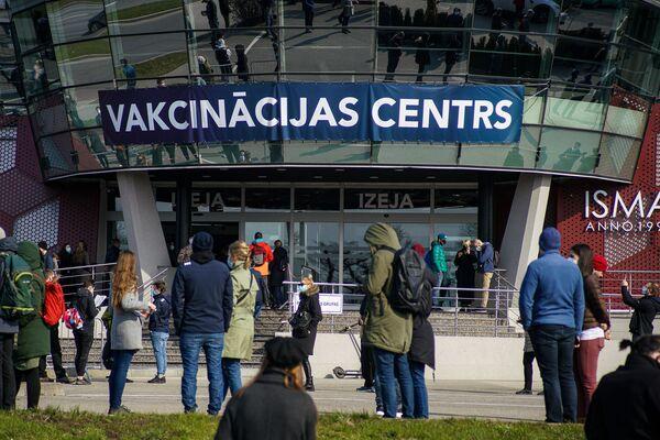 Вход в центр массовой вакцинации Atta Centre. - Sputnik Латвия
