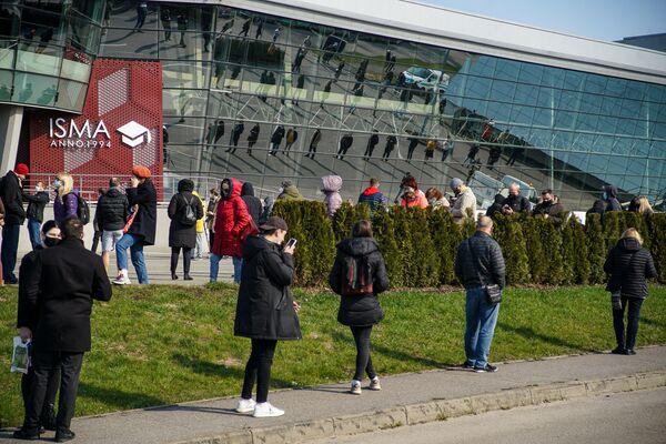 К открытию в ней стояли уже около 500 человек. - Sputnik Латвия