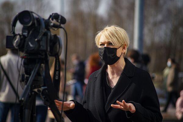 Глава Бюро вакцинации Эва Юхневича рассказала, что рассматривается возможность перенаправить дозы вакцины из тех центров, где они менее востребованы, туда, где спрос больше.  - Sputnik Латвия