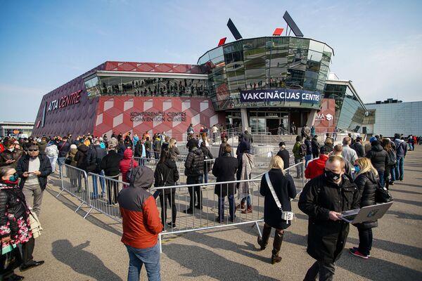 В пятницу, 16 апреля, в центре массовой вакцинации в Atta Centre по улице Краста в Риге привиться от коронавируса мог любой желающий. - Sputnik Латвия