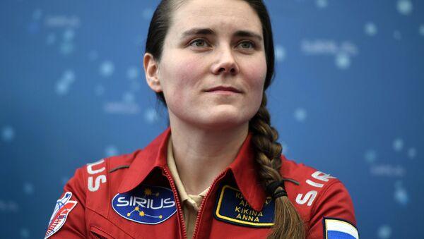 Lidojuma uz Mēnesi virszemes modelēšanas eksperimentam SIRIUS-17 veltītajā preses konferencē Maskavā piedalījās tā dalībniece Anna Kikina  - Sputnik Latvija
