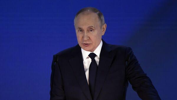 Президент РФ Владимир Путин оглашает послание Федеральному собранию - Sputnik Latvija