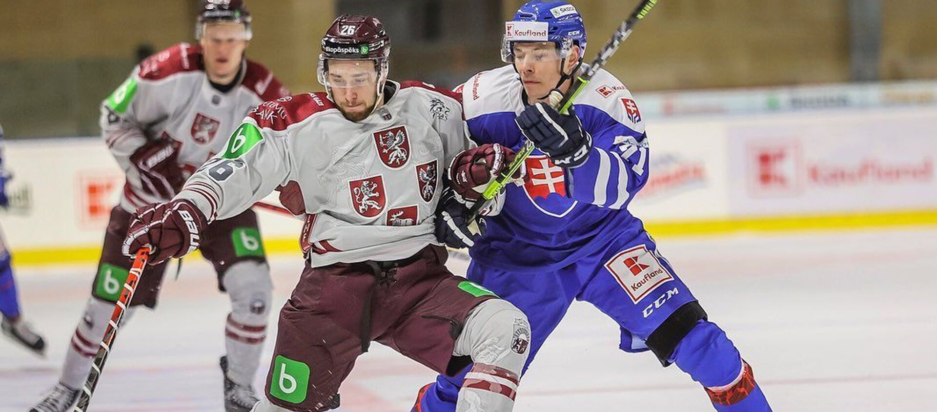 Матч между сборными Латвии и Словакии по хоккею. Увис Балинскис (слева) - Sputnik Латвия, 1920, 16.05.2021