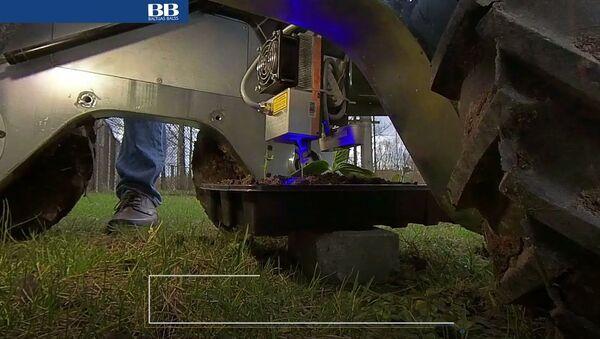 Выжигает лазером и уничтожает: ученые в Латвии создали робота - убийцу - Sputnik Latvija