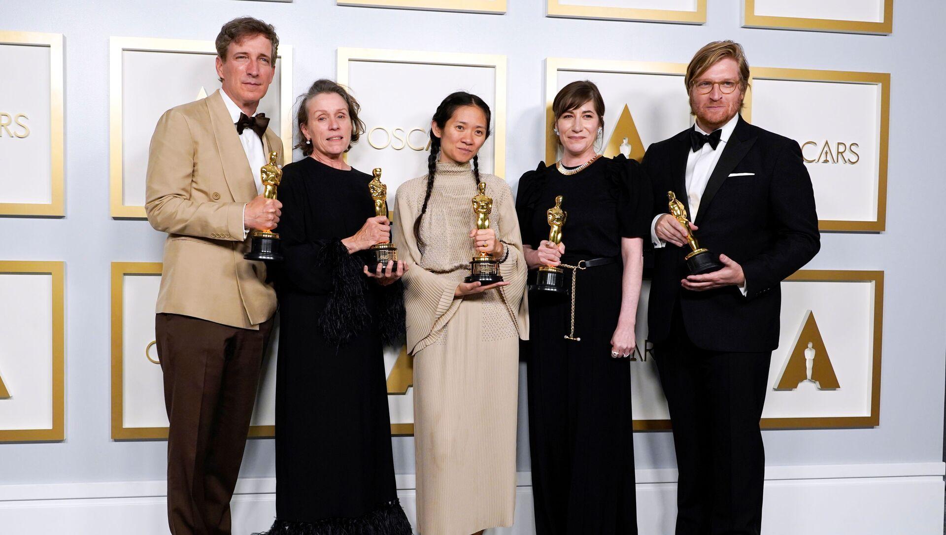 Картина Хлои Чжао Земля кочевников завоевала Оскар в категории Лучший фильм года - Sputnik Латвия, 1920, 26.04.2021