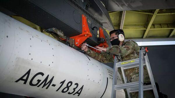 Испытания гиперзвуковой крылатой ракеты AGM-183A Air-Launched Rapid Response Weapon (ARRW) - Sputnik Latvija