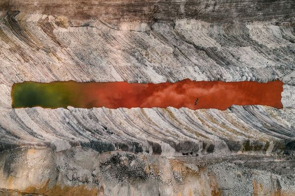 Daudzkrāsains ūdens – viena no ogļu ieguves sekām - Sputnik Latvija