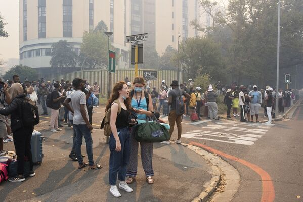 Svētdien tika evakuēti studenti no Keiptaunas universitātes - Sputnik Latvija