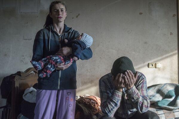 Kategorijā Galvenās ziņas uzvarējis RIA Novosti fotokorespondents Valērijs Meļņikovs. Fotogrāfijā – Azats Gevorkjans un viņa sieva Anaika pirms pamest savas mājas Lačinā, Kalnu Karabaha rajonā, kas pārgāja Azerbaidžānas kontrolē bruņotajā konfliktā 2020. gadā - Sputnik Latvija