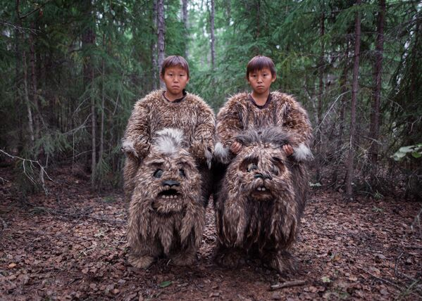 Uzņēmums no krievu fotogrāfa Alekseja Vasiļjeva sērijas Sahabud ieņēma 1. vietu kategorijā Mūsdienu problēmas. Dvīņi Semjons un Stepans tēloja mītiskas būtnes – dulgančus – filmā Vecais Beiberikens. Kino Sahas Republikā strādā cilvēki ar dažādu pieredzi. Jakutu filmas piedalās starptautiskajos festivālos un saņēmušas jau vairāk nekā 80 balvas - Sputnik Latvija