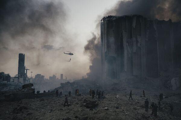 Foto no itāļu fotogrāfa Lorenco Tunjoli sērijas Sprādziens Beirutas ostā – 1. vieta kategorijā Aktuālas ziņās - Sputnik Latvija