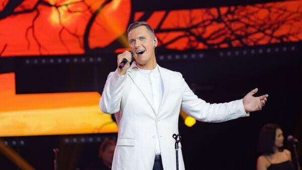 Певец Янис Лемежис, представляющий Латвию на ежегодном международном музыкальном фестивале Дорога на Ялту - Sputnik Латвия