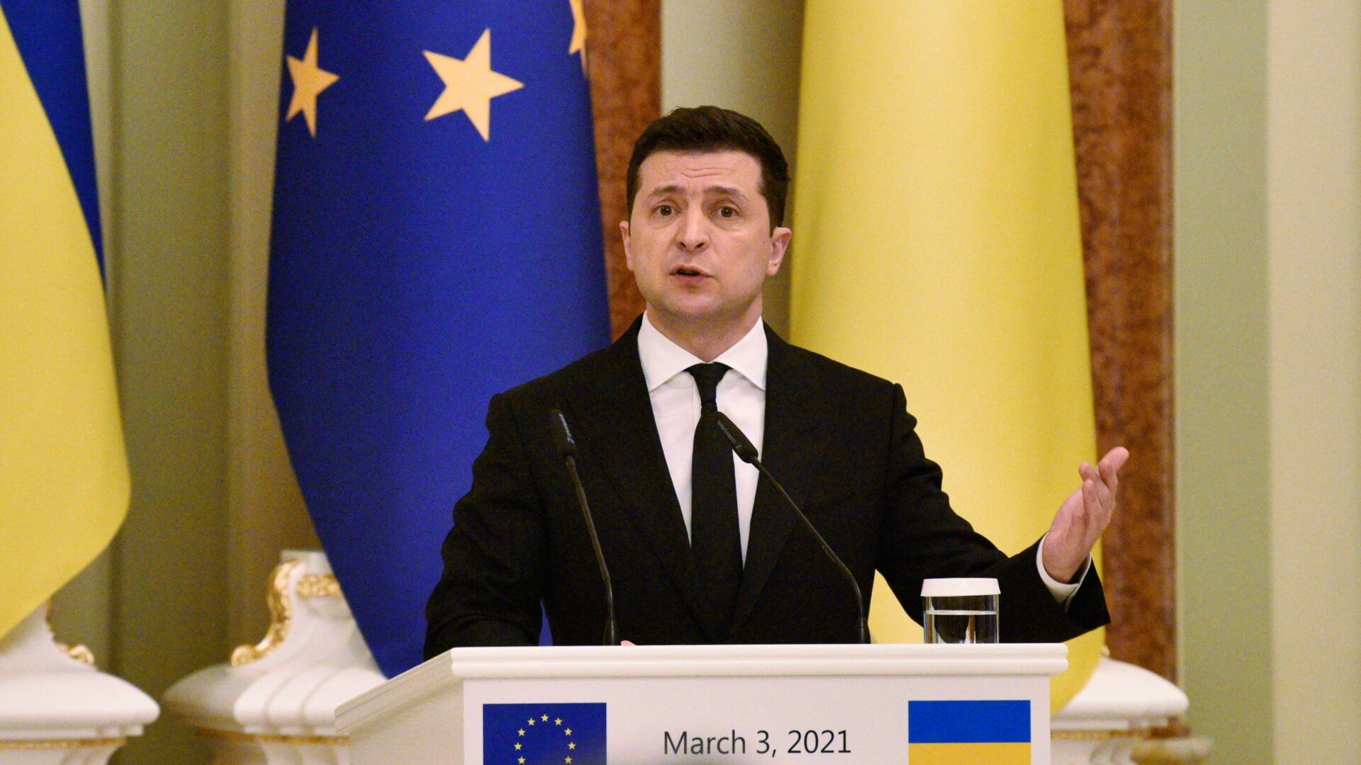 Президент Украины Владимир Зеленский - Sputnik Латвия, 1920, 19.08.2021