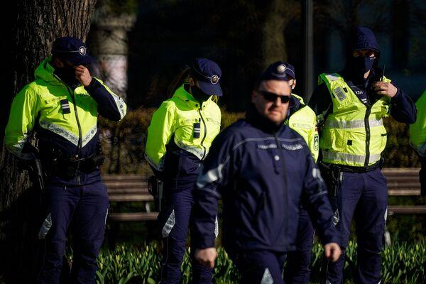 Policija nodrošina kārtību Rīgā Latvijas neatkarības atjaunošanas dienā - Sputnik Latvija