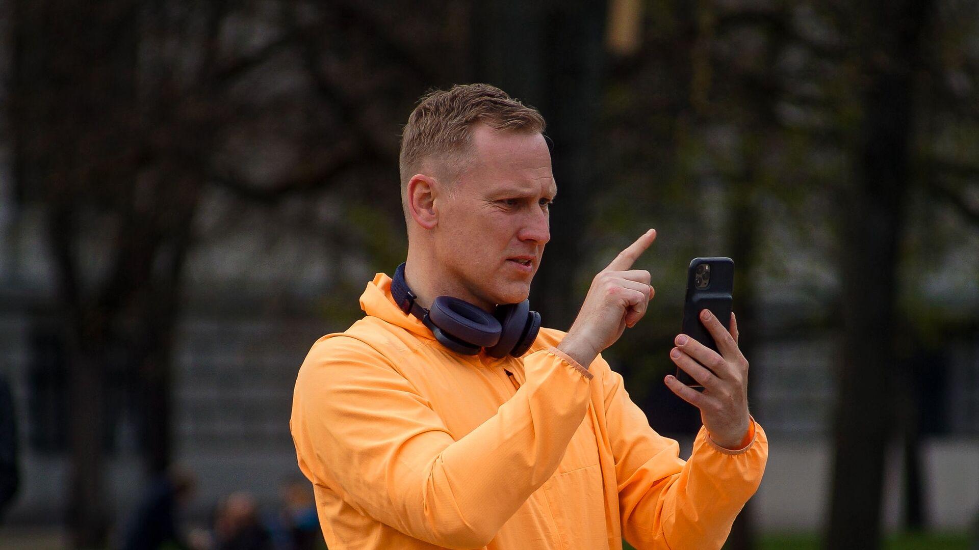 Алдис Гобземс пришел к памятнику Райнису погулять - Sputnik Латвия, 1920, 07.07.2021