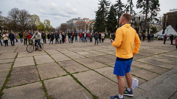 Закончив общение с телефоном, Алдис Гобземс пошел в народ - Sputnik Латвия
