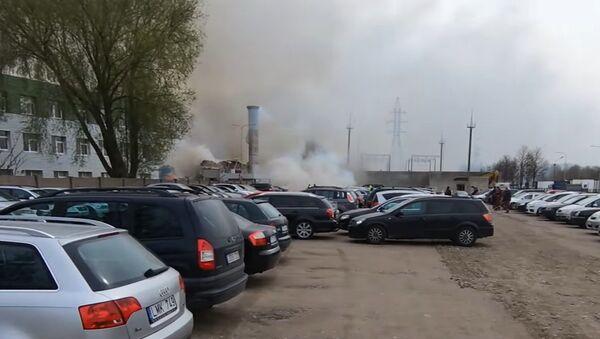 Взрыв и пожар на предприятии в литовской Клайпеде сняли на видео - Sputnik Latvija