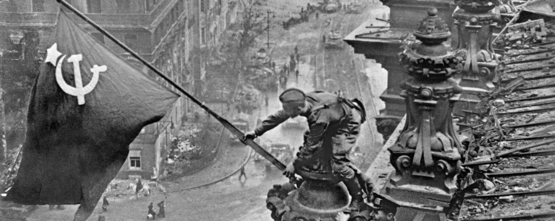 Знамя Победы над Берлином, 1945 год - Sputnik Латвия, 1920, 22.06.2021
