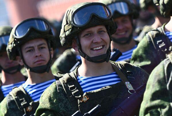 Gaisa desanta spēku karavīri parādes ģenerālmēģinājumā - Sputnik Latvija