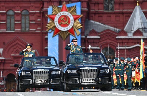 KF Sauszemes speku komandieris Oļegs Saļukovs Uzvaras Lielajā Tēvijas karā 76. gadadienai veltītās parādes ģenerālmēģinājumā - Sputnik Latvija