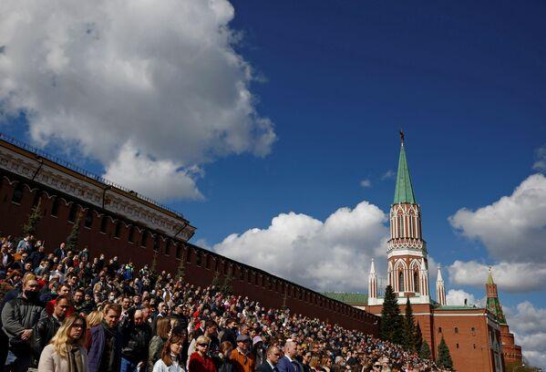 Liels skaits cilvēku ieradās noskatīties parādes mēģinājumu - Sputnik Latvija