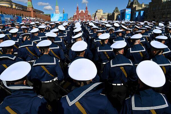 Krievijas jūrnieki Sarkanajā laukumā Maskavā - Sputnik Latvija