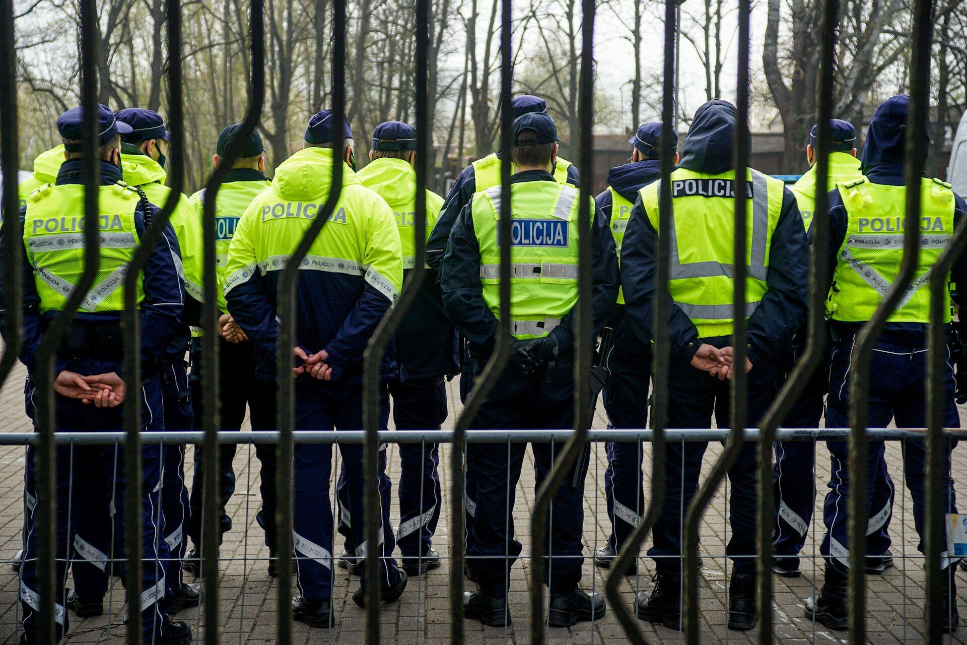 Полиция в парке Победы 9 Мая - Sputnik Latvija, 1920, 01.06.2021