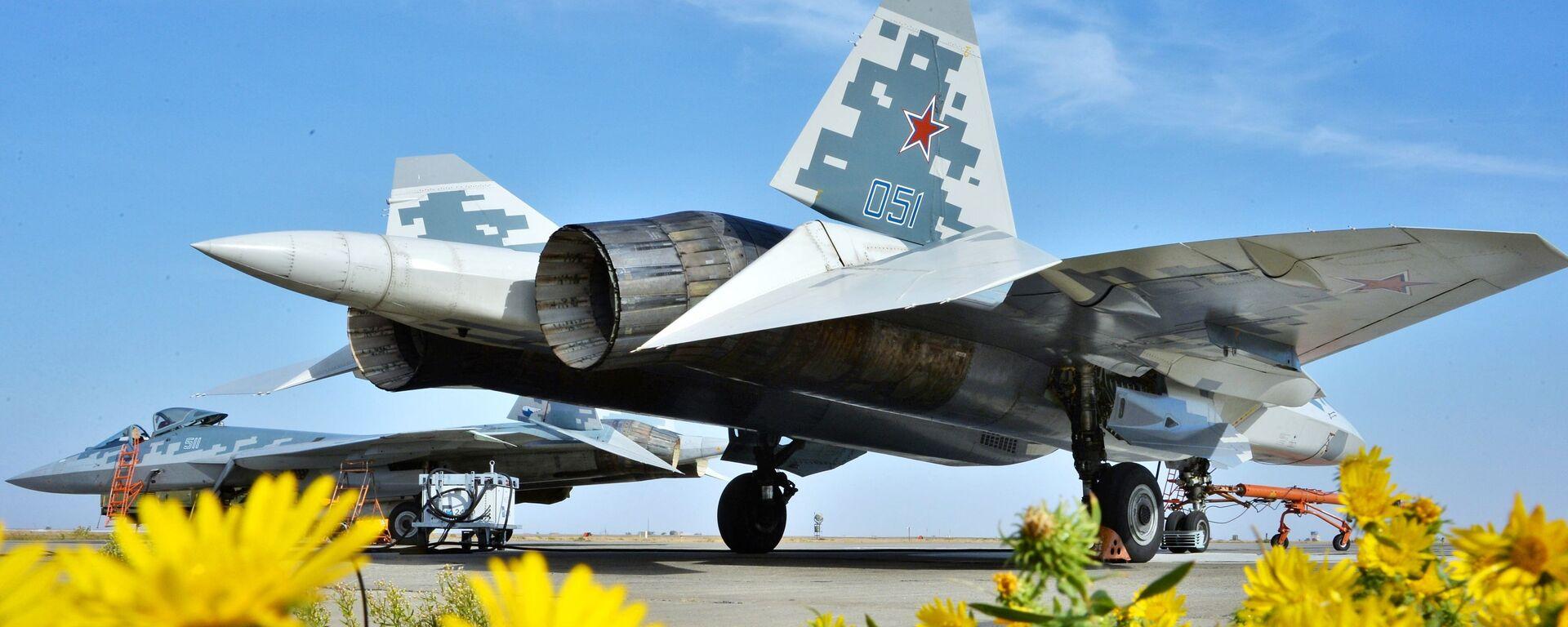 Многофункциональный истребитель пятого поколения Су-57 - Sputnik Латвия, 1920, 02.07.2021