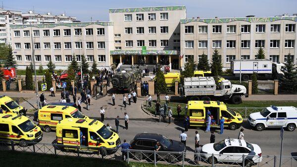 Ситуация у школы в Казани, в которой неизвестные открыли огонь - Sputnik Латвия