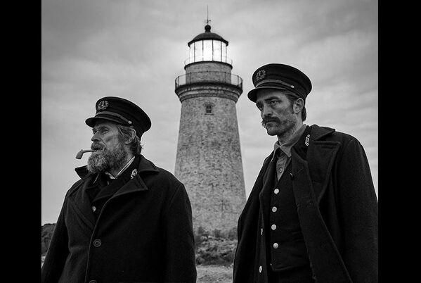 Roberts Patinsons un Vilems Defo filmā Bāka - Sputnik Latvija