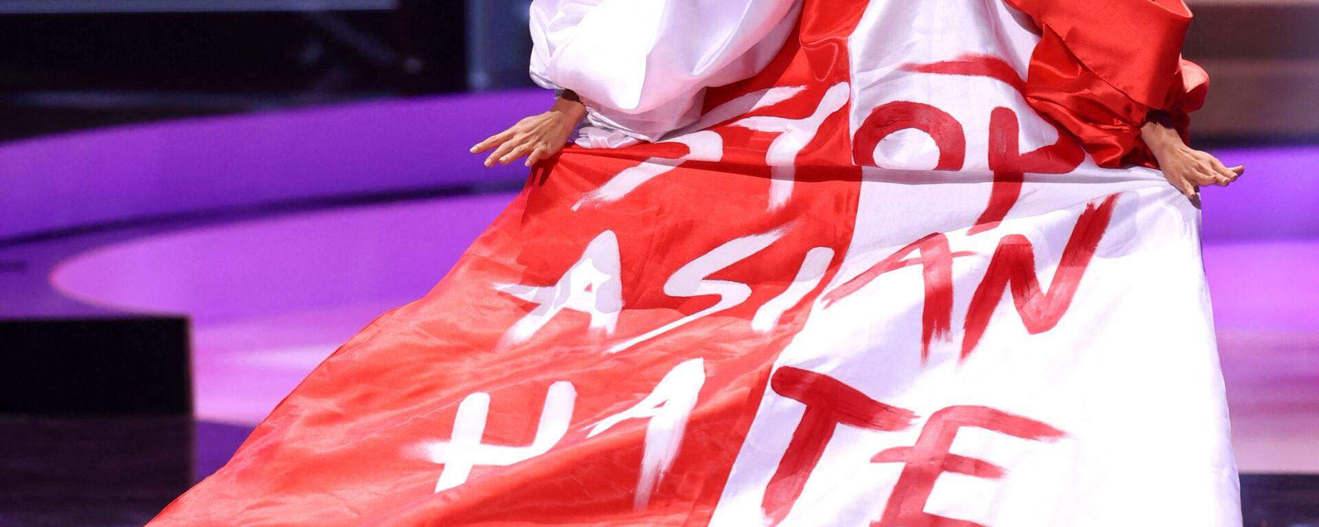 Мисс Сингапур Бернадетт Белль Онг  во время показа национального костюма конкурса Мисс Вселенная 2021 - Sputnik Латвия, 1920, 05.08.2021