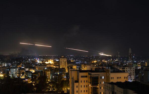 No Gazas sektora pret Izraēlu palaistas raķetes - Sputnik Latvija