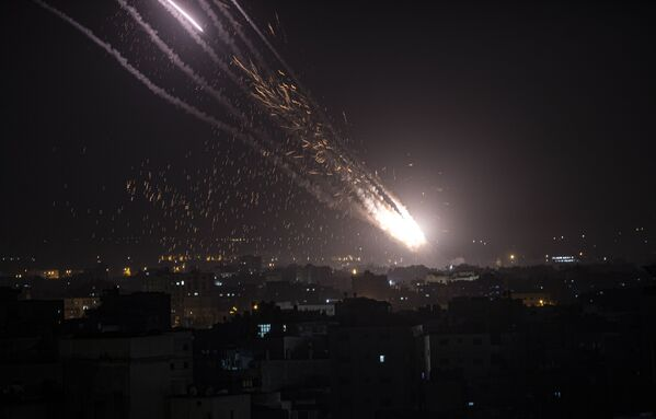 No Gazas pret Izraēlu tiek palaistas raķetes - Sputnik Latvija