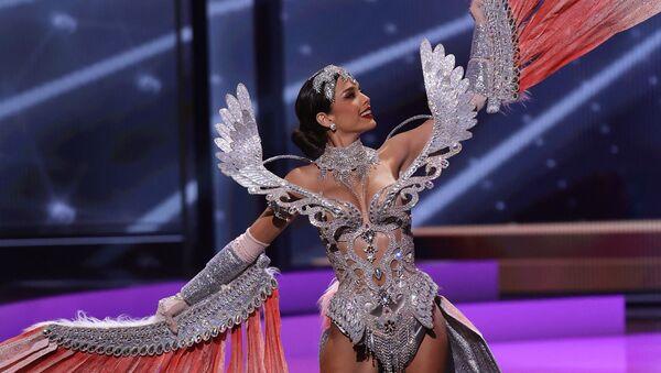 Мисс Перу Яник Масета Дель Кастильо  во время показа национального костюма конкурса Мисс Вселенная 2021 - Sputnik Латвия