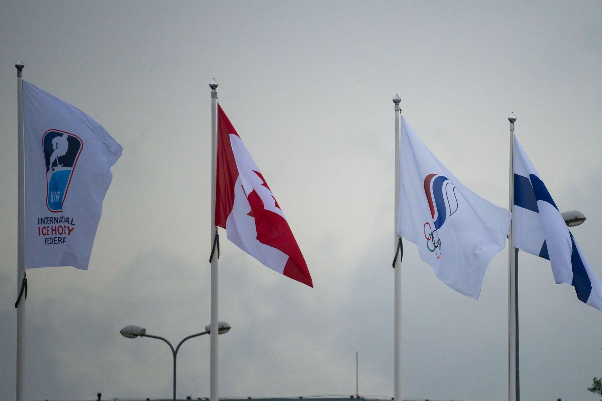 Флаг Олимпийского комитета России среди флагов участников Чемпионата мира - 2021 в Риге - Sputnik Латвия, 1920, 01.06.2021