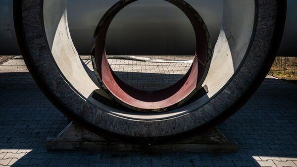 Трубы на территории газораспределительного центра газопровода Северный поток - 2 в Германии - Sputnik Latvija