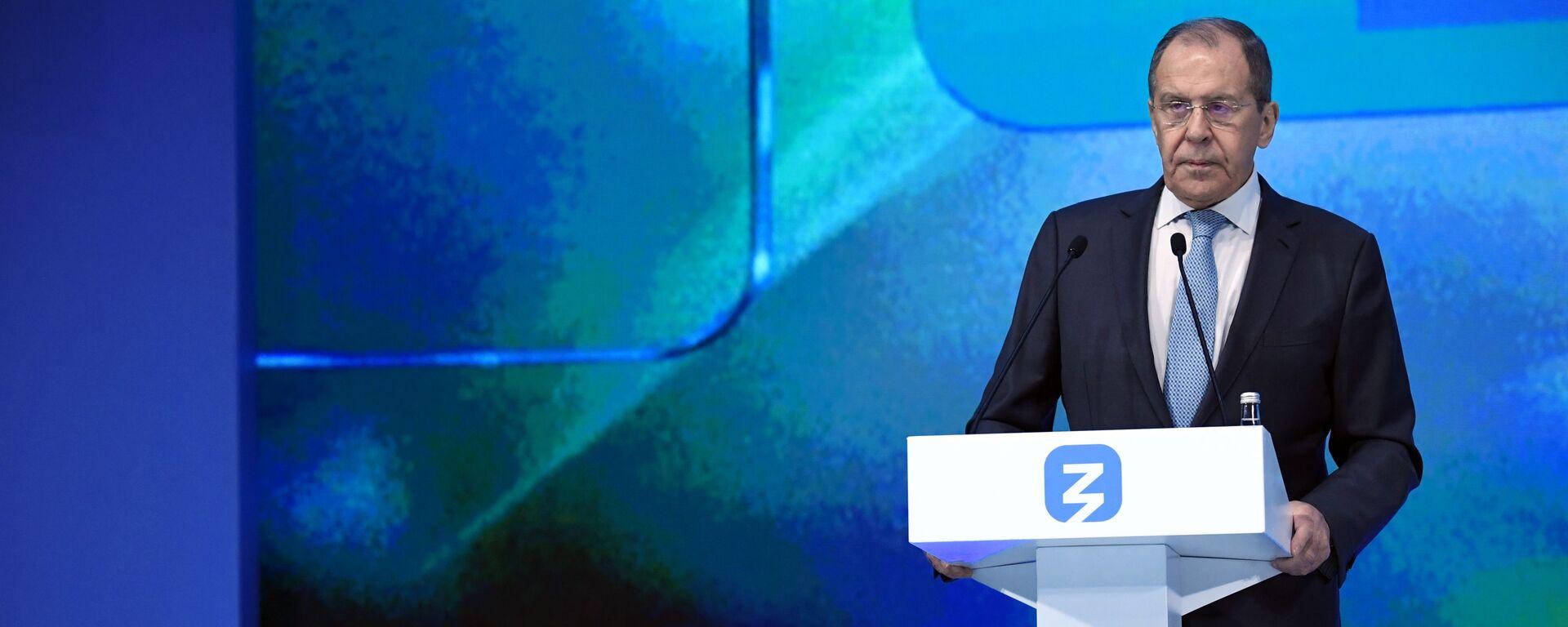 Министр иностранных дел РФ Сергей Лавров выступает во время просветительского марафона Новое знание - Sputnik Латвия, 1920, 21.05.2021