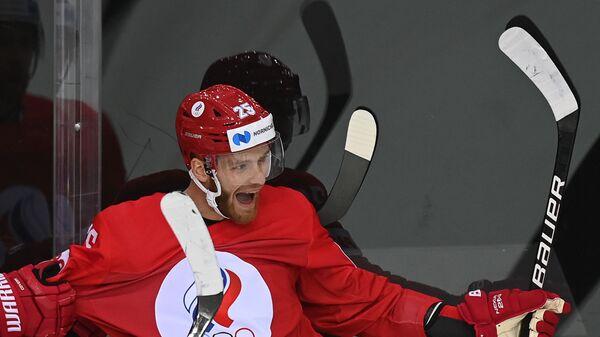 Российский хоккеист Михаил Григоренко радуется заброшенной шайбе в матче против сборной Чехии на групповом этапе ЧМ-2021 - Sputnik Латвия